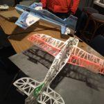 Hobby avond Delta indoorvliegtuigen voorbereiden.